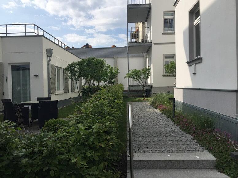Garten und Eingang Strandhaus Seeblick