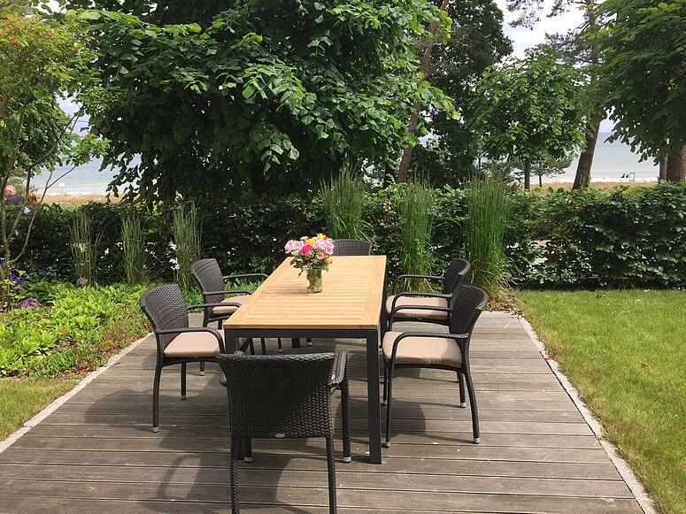 Garten und Terrasse am Strand