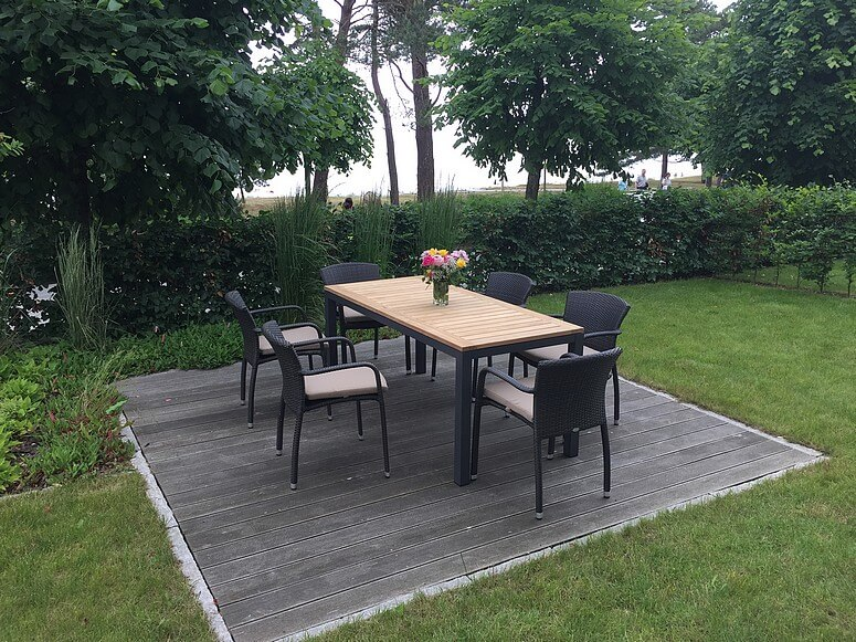 Wohnungseigener Garten am Strand und Terrasse